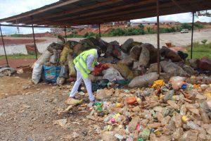 Le stock des déchets plastiques en attente d'utilisation
